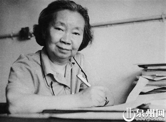 为了祖国发展,谢希德不辞辛劳(1982年)